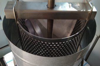 Presa za cijeđenje voska